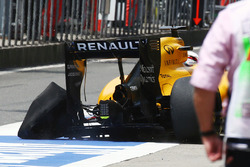 Кевін Магнуссен, Renault Sport F1 Team, RS16, проколоте заднє ліве колесо