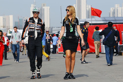Nico Hulkenberg, Sahara Force India F1 with Victoria Helyar, Sahara Force India F1 Team