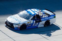Sieger Carl Edwards, Joe Gibbs Racing Toyota