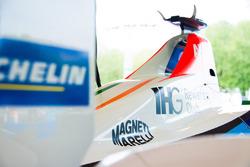 Una monoposto della Mahindra Racing con il logo Magneti Marelli