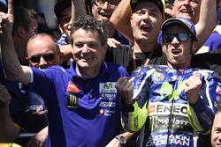 Ganador, Valentino Rossi, Yamaha Factory Racing celebra con el equipo