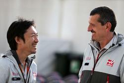 Аяо Комацу, Haas F1 Team и Гюнтер Штайнер, руководитель Haas F1 Team