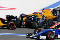 Nico Hulkenberg, Sahara Force India F1 VJM09 crashes at the start of the race with Jolyon Palmer, Renault Sport F1 Team RS16