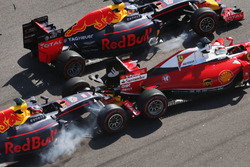 Daniil Kvyat, Red Bull Racing RB12 crash met Sebastian Vettel, Ferrari SF16-H bij de start