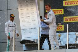 Podium: 1. Nico Rosberg, Mercedes AMG F1 Team, feiert mit Champagner