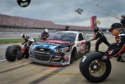 Austin Dillon, Richard Childress Racing Chevrolet pit action