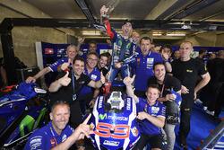 Race winner Jorge Lorenzo, Yamaha Factory Racing celebrates with team