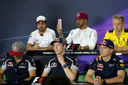 Daniil Kvyat, Scuderia Toro Rosso et Max Verstappen, Red Bull Racing