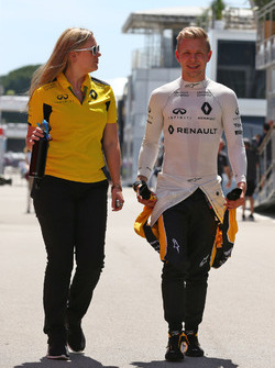 Кевін Магнуссен, Renault Sport F1 Team та Орелі Донцелот, менеджер з комунікацій Renault Sport F1 Team