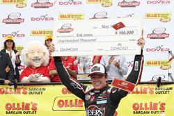 Sieger Erik Jones, Joe Gibbs Racing Toyota