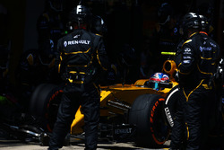 Jolyon Palmer, Renault Sport F1 Team RS16 makes a pit stop