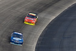 Kurt Busch, Penske Racing Dodge and Jeff Gordon, Hendrick Motorsports Chevrolet