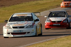 Martin Johnson leads Matt Hamilton and Anthony Reid