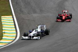 Nick Heidfeld, BMW Sauber F1 Team leads Giancarlo Fisichella, Scuderia Ferrari