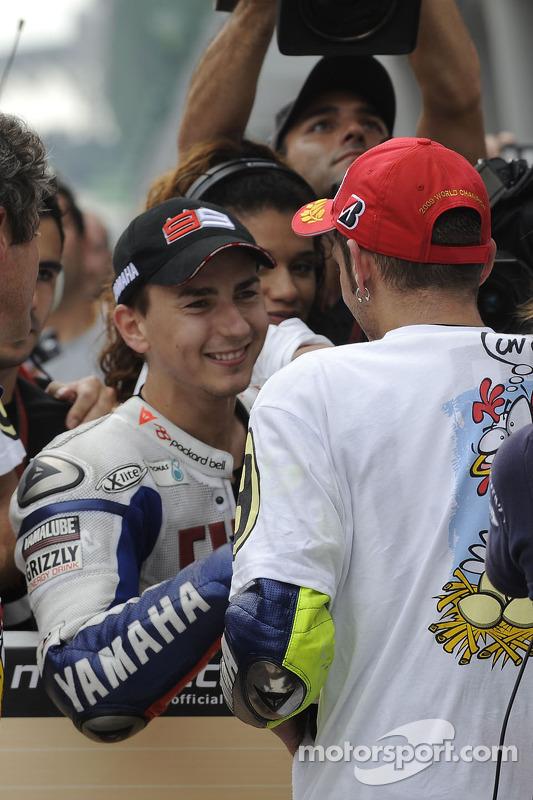 Campeón 2009 de MotoGP Valentino Rossi, Fiat Yamaha Team celebra con Jorge Lorenzo, Fiat Yamaha Team
