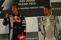 Podio: ganador de la carrera Sebastian Vettel, Red Bull Racing, con el tercer lugar Jenson Button, Brawn GP