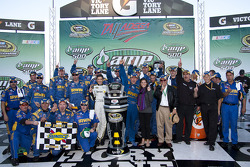 Victory lane: race winner Jamie McMurray, Roush Fenway Racing Ford celebrates with his team