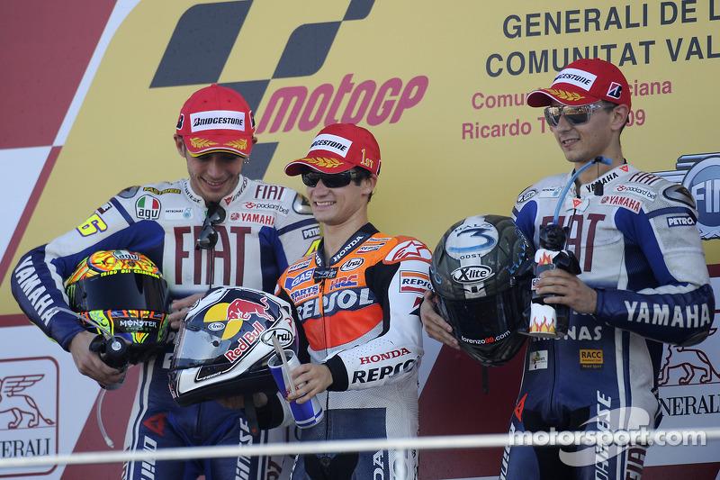 Podio: 1º Dani Pedrosa, 2º Valentino Rossi, 3º Jorge Lorenzo