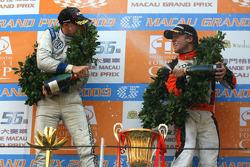 Podium: race winner Edoardo Mortara, Signature, with third place Sam Bird, Art Grand Prix