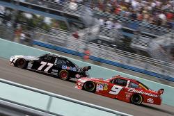 Sam Hornish Jr., Penske Racing Dodge, Carl Edwards, Roush Fenway Racing Ford
