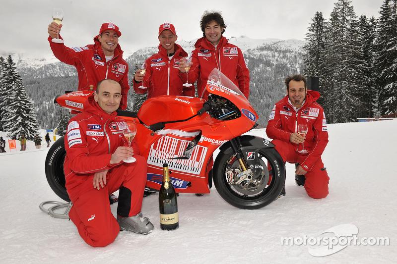 Claudio Domenicali, Nicky Hayden, Casey Stoner en Vittoriano Guareschi presenteert de nieuwe Ducati