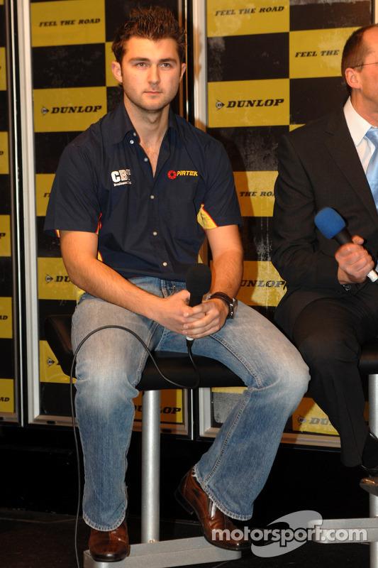 Andrew Jordan sur le stand Dunlop