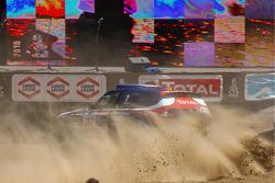 Auto's podium: #307 BMW: Guerlain Chicherit en Tina Thorner vieren feest