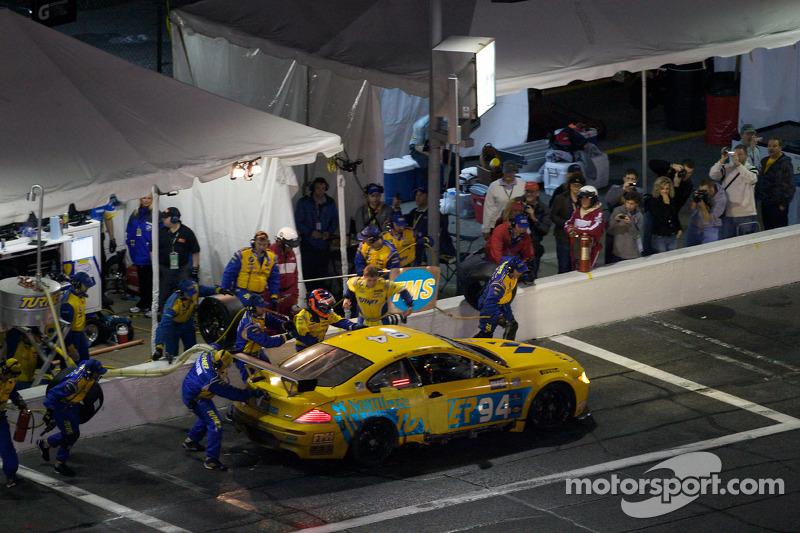 Arrêt aux stands pour #94 Turner Motorsport BMW M6: Bill Auberlen, Paul Dalla Lana, Joey Het, Boris