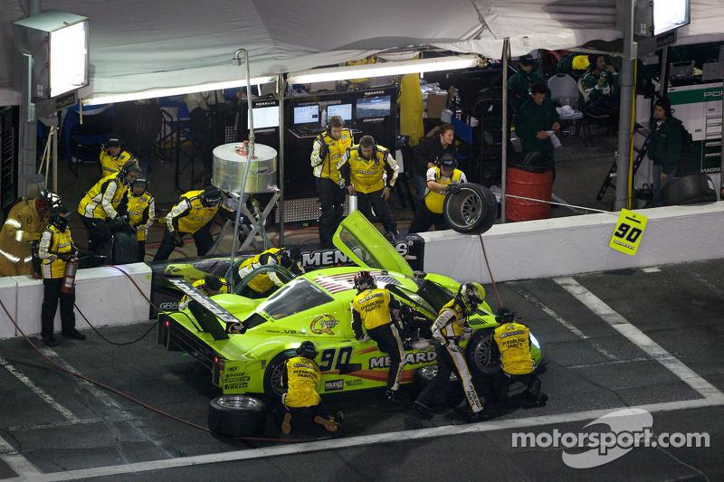 Arrêt aux stands pour #90 Spirit of Daytona Racing Porsche Coyote: Antonio Garcia, Paul Menard, Bud