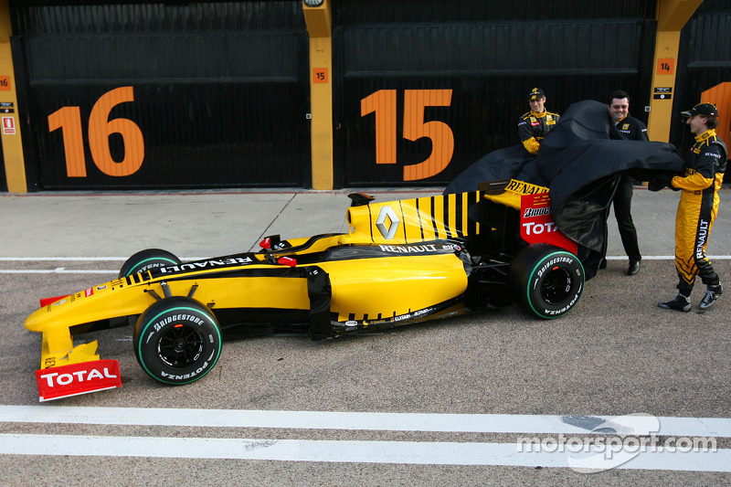 Robert Kubica, Renault F1 Team, Vitaly Petrov, Renault F1 Team et Eric Boullier, Team Principal, Ren