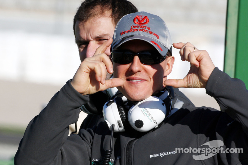 Michael Schumacher, Mercedes GP pretende tomarle foto a los fotógrafos