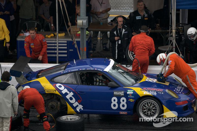 Pitstop #88 Orbit Racing Porsche GT3: John Baker, Guy Cosmo, Johnny Mowlem, Tom Papadopoulos, Lance