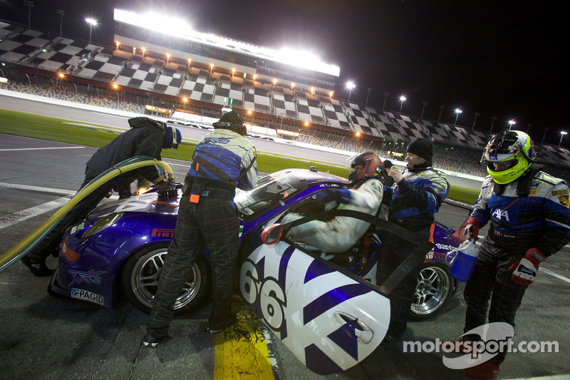 Arrêt aux stands pour #66 TRG Porsche GT3: Ted Ballou, Kelly Collins, Patrick Flanagan, Wolf Henzler, Andy Lally