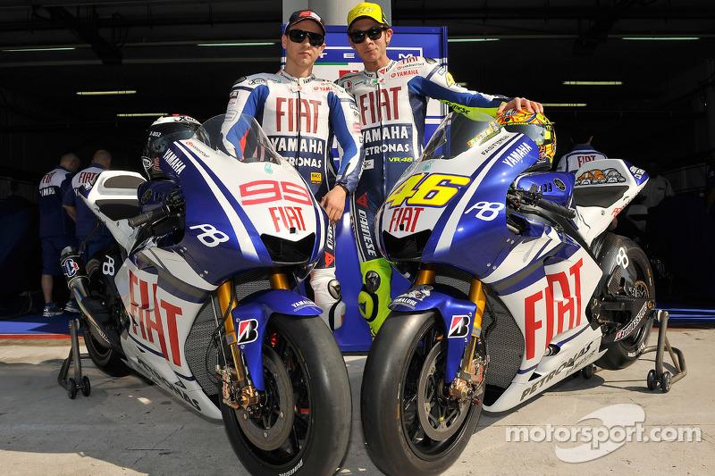2010 - División en el pit box de Yamaha