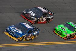 Kurt Busch, Penske Racing Dodge, Ryan Newman, Stewart-Haas Racing Chevrolet
