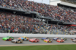 Start: Mark Martin, Hendrick Motorsports Chevrolet en Ryan Newman, Stewart-Haas Racing Chevrolet