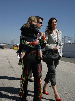 Jeff Gordon, Hendrick Motorsports Chevrolet with his wife Ingrid Vandebosch and daugther Ella Sophie