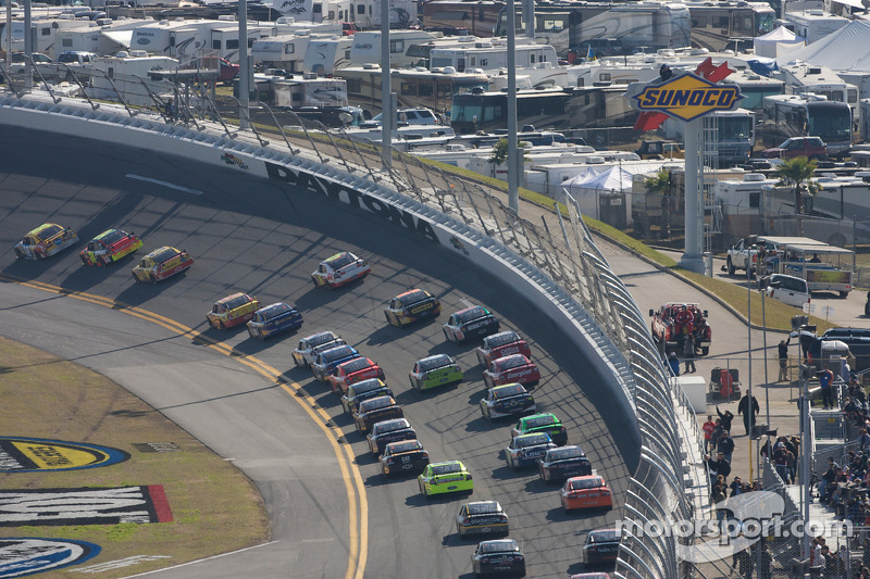 Kyle Busch, Joe Gibbs Racing Toyota mène la course