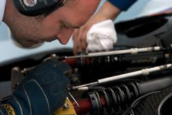 L'équipe Aston Martin Racing au travail