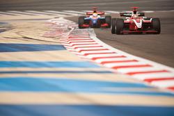 Jules Bianchi leidt voor Oliver Turvey