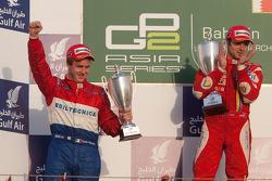 Luca Filippi fête sa victoire sur le podium avec Davide Valsecchi