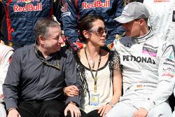 Jean Todt, FIA-president, Michelle Yeoh, ex. James Bond-meisje, actrice, vriendin van Jean Todt, Mic
