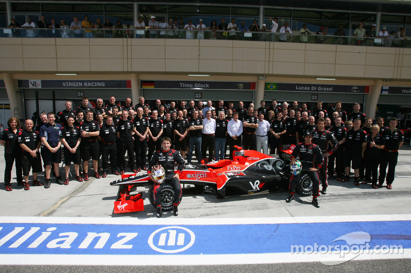 Timo Glock, Virgin Racing met team en Lucas di Grassi, Virgin Racing