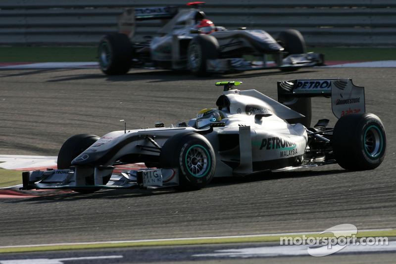 Nico Rosberg, Mercedes GP, und Michael Schumacher, Mercedes GP