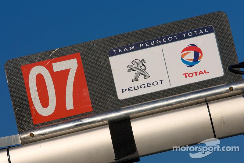 #07 Team Peugeot Total Peugeot 908 HDI FAP