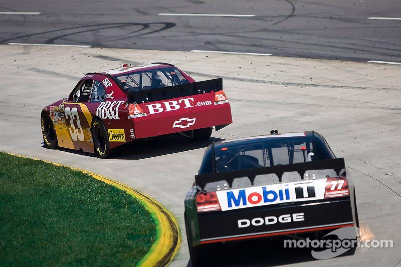 Clint Bowyer, Richard Childress Racing Chevrolet, Sam Hornish Jr., Penske Racing Dodge