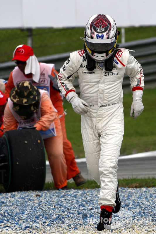 Timo Glock, Virgin Racing, spin
