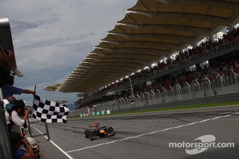Sebastian Vettel, Red Bull Racing aan de finish