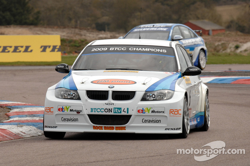 Rob Collard WSR BMW 320si voor Jason Plato Silverline Chevrolet Cruze