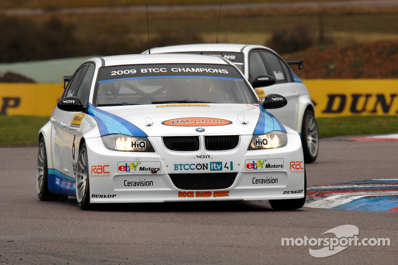 Rob Collard WSR BMW 320si voor ploegmaat Andy Neate